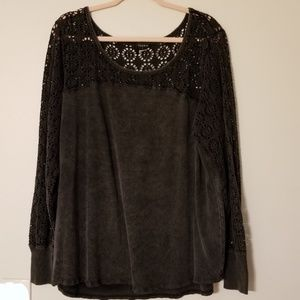 Torrid size 3 gray blouse with crochet detailing